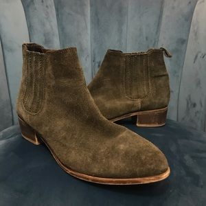Steve Madden Nylie Chelsea Bootie Taupe-Nubuck
